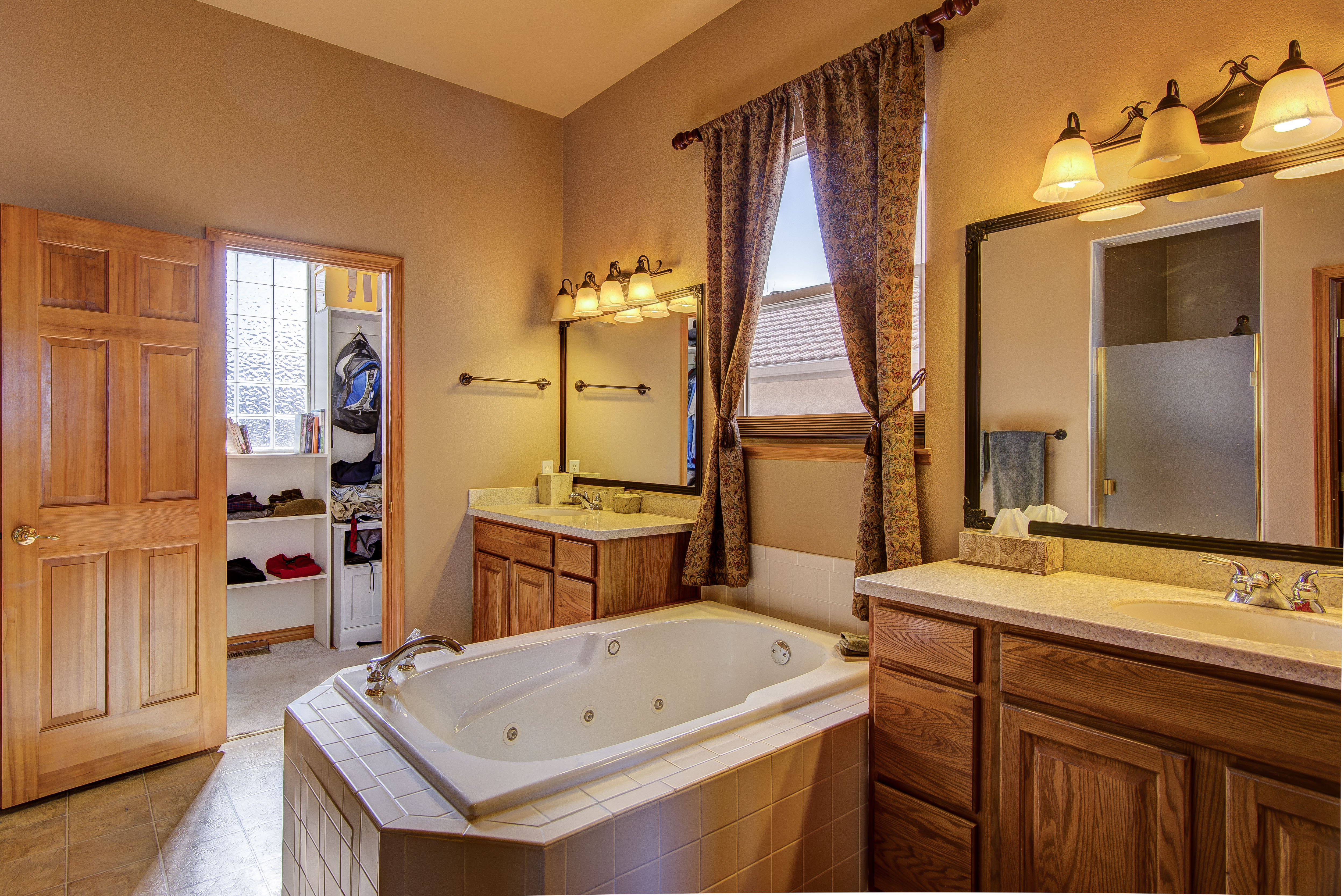 Master Bath Before Staging